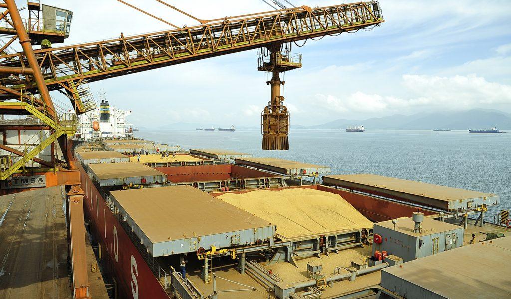 Soja: após recorde na exportação, demanda seguirá firme, diz analista